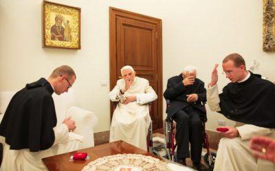 Des chanoines réguliers chez le Pape émérite
