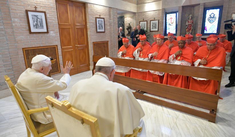 Les nouveaux cardinaux chez Benoît XVI: message de Mgr Vigano