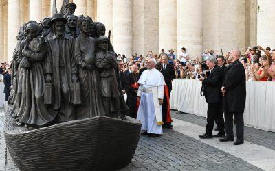 La statue des migrants et la «bonne» immigration selon le Pape