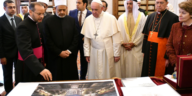 Mgr Vigano: la néo-religion mondiale aura (*) son temple