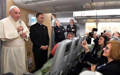 Conférences de presse en altitude: le drame d'un pape bavard