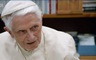 Benoît XVI reçoit la télévision bavaroise