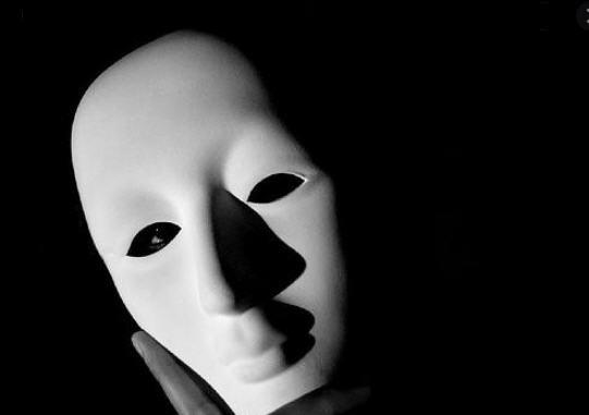 Les masques tombés