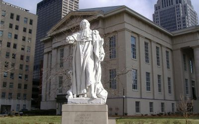 Une statue de Louis XVI vandalisée