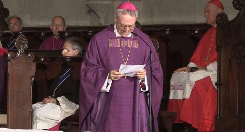 L'adieu de Benoît XVI à son frère
