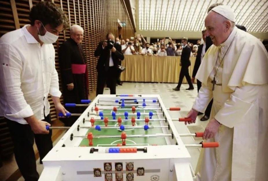 Le pape qui fait du bruit