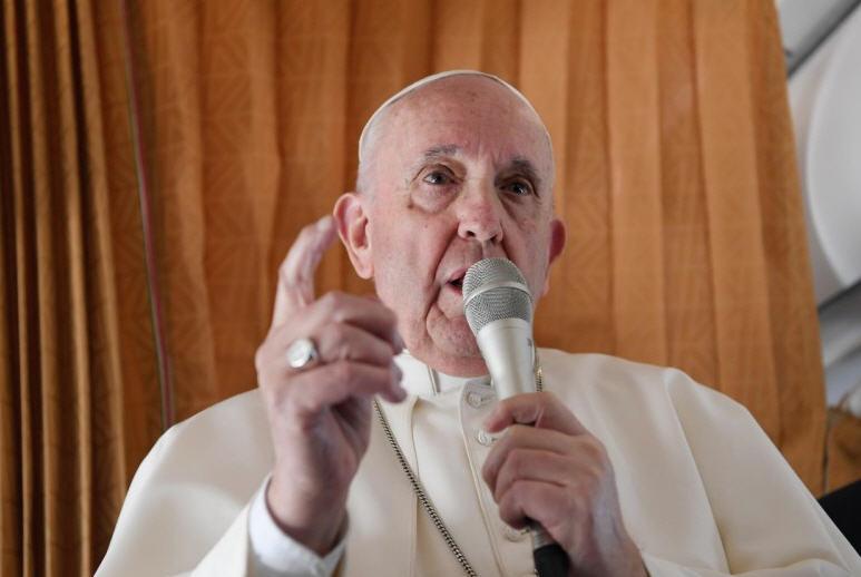 Le Pape a repris l'avion. Hélas