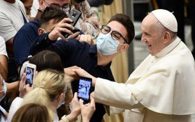 Le Pape et son image: «et moi et moi et moi»
